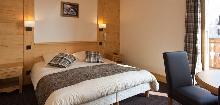 Hotel Le Cret, Morzine, France - bedroom.jpg